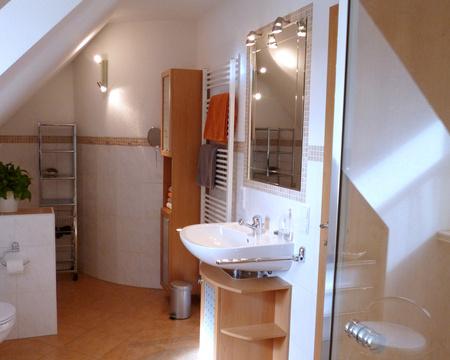 schlafzimmer-bad_05_bad-regal_p1010177.jpg